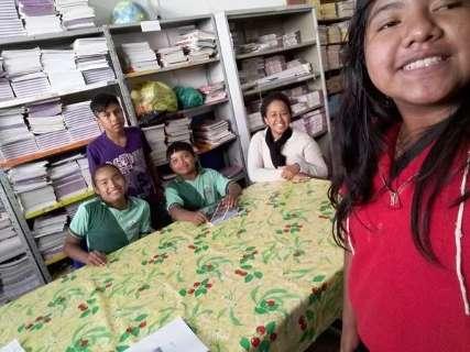 Estudantes de MS criam dicionário de línguas indígenas e projeto é premiado