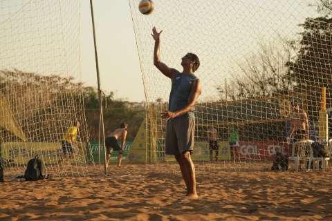 Começa o vôlei de praia e campo-grandense comemora vitória na estreia