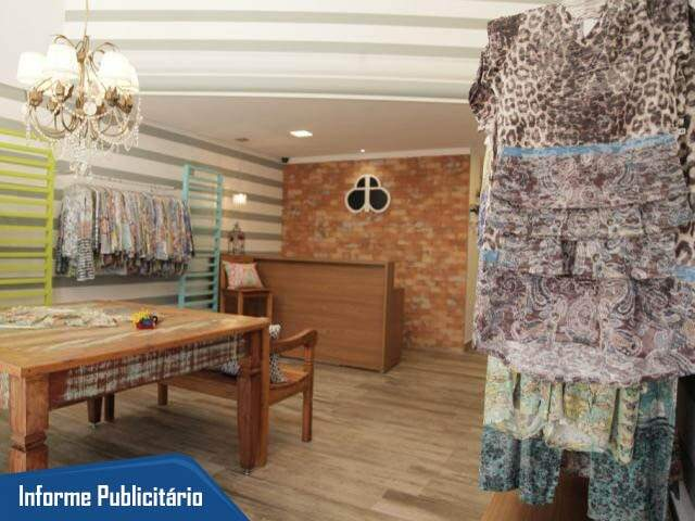 Mix de estampas fazem das araras um mosaico de cores na Básica Branca (Foto: João Paulo Gonçalves)