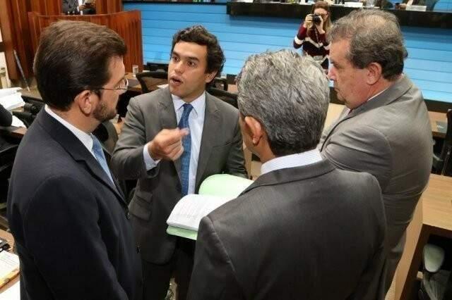 Deputados Pedro Kemp (PT), Beto Pereira (PSDB0, Eduardo Rocha (MDB) e Rinaldo Modesto (PSDB), durante sessão (Foto: Victor Chileno/ALMS)