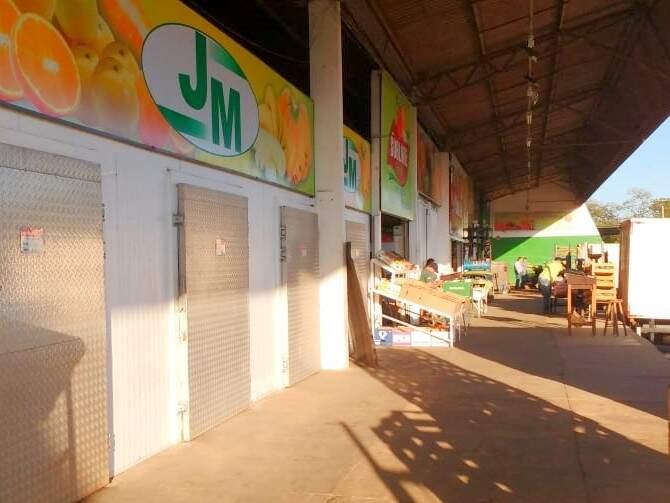 Escassez está estampada logo na entrada da Central com diversos boxes fechados. (Foto: Danielle Valentim)