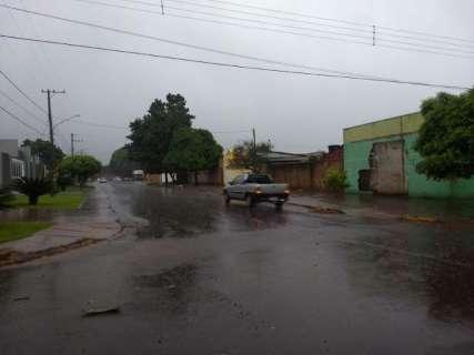 Cidades da região sul de MS têm manhã de segunda-feira com muita chuva