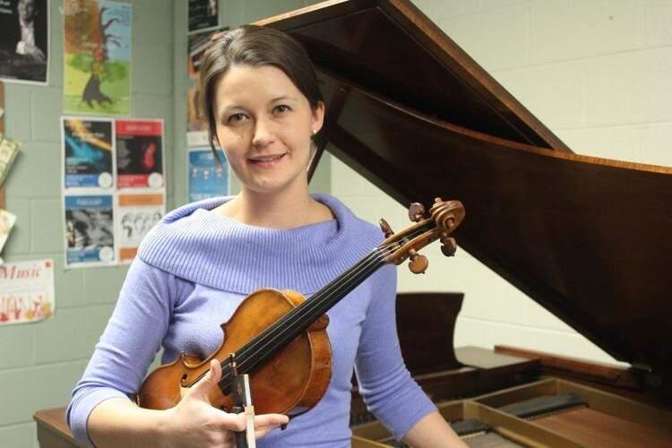 Violinista Véronique Mathieu, é professora da Universidade de Saskatchewan no Canadá. (Foto: Caitlynn Salazar/KANSAN)