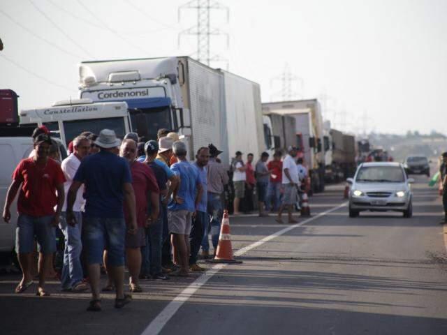 Caminhoneiros realizam atos nas estradas há nove dias. (Foto: Fernando Antunes/Arquivo)
