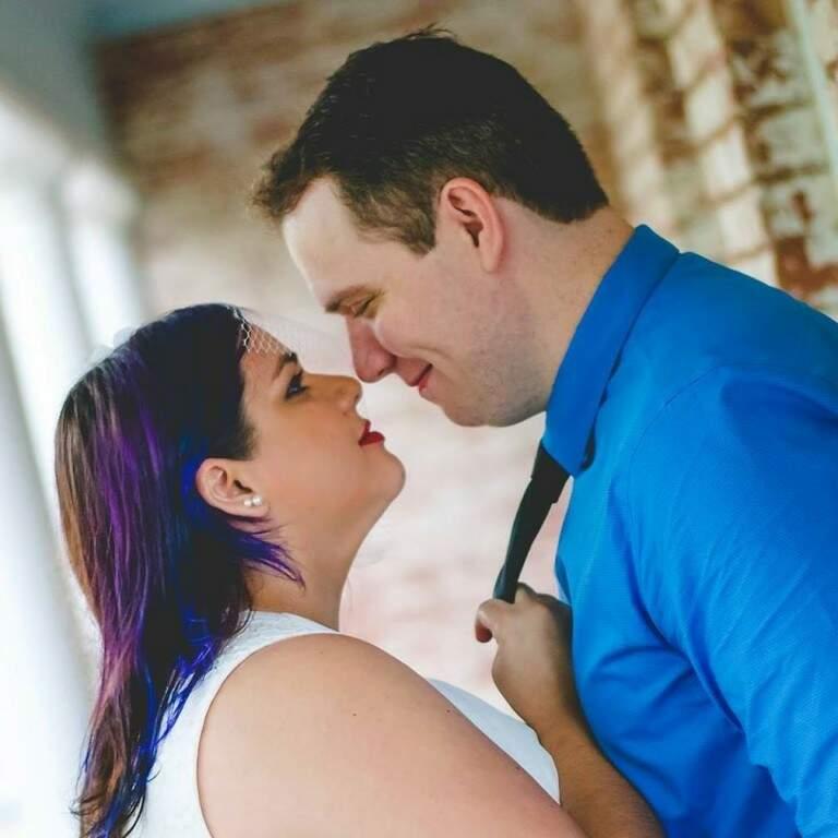 Flávia e o marido Kenneth terão o primeiro filho em janeiro