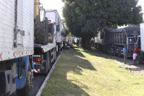 Senado aprova MP que fixa frete e dá anistia a caminhoneiros