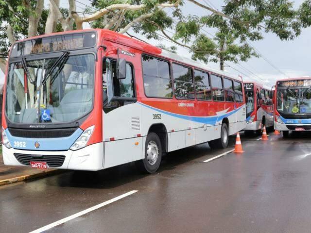 Entrega de 35 novos ônibus vai colocar a média de idade dos veículos em cinco anos, conforme previsto em contrato entre a prefeitura e o Consórcio Guaicurus (Foto: Kisie Ainoã)