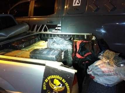 Traficantes fogem e abandonam Saveiro com 600 quilos de drogas