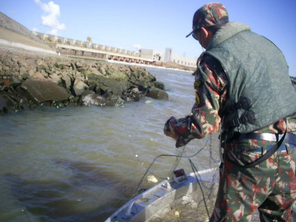 Operação começa amanhã e vai até 6 de novembro. Fiscalização será redobrada em rios de MS. (Foto: PMA)
