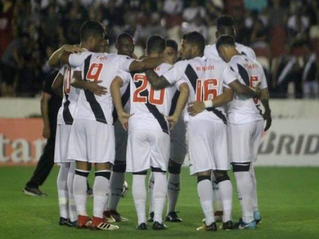 Jogadores do Vasco antes do jogo de ida contra os bolivianos do Jorge Wilstermann (Foto: Paulo Fernandes/Vasco.com.br)