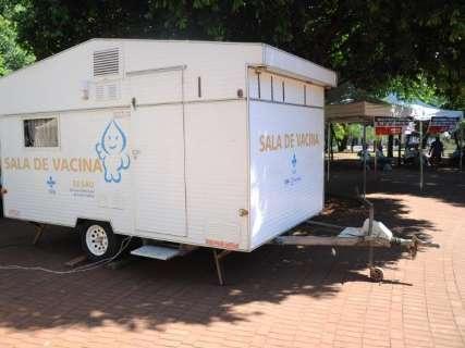 Campo-grandense encontra posto de vacinação fechado em praça