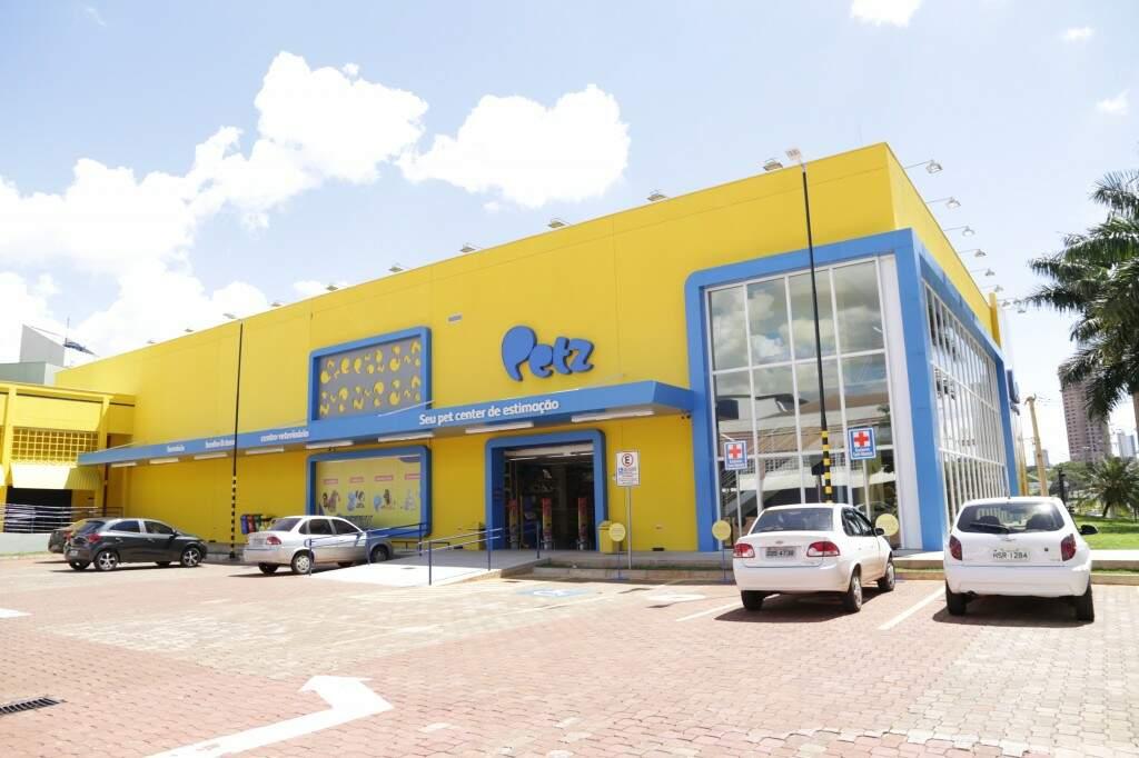 Na Afonso Pena são duas lojas grandes, uma delas é a Petz (Foto: Kisie Ainoã).