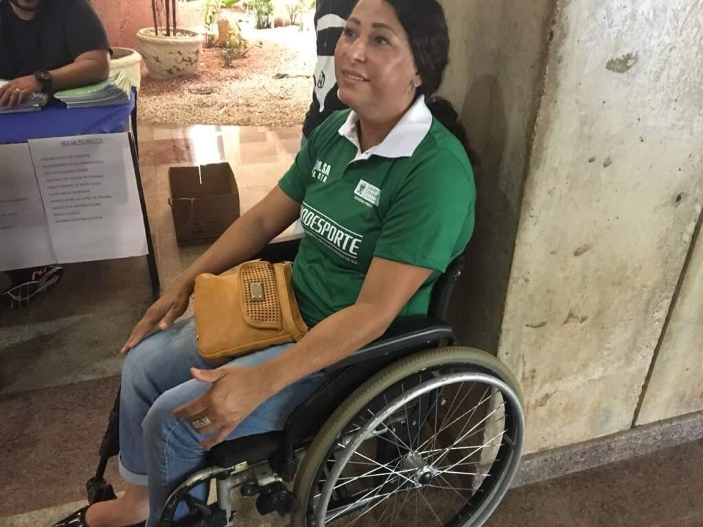 Clenilza recebeu bolsa atleta pódio do Governo do Estado para continuar a atirar (Foto: Guilherme Henri)