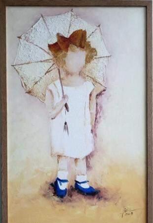 Artista plástica revela memórias de infância através de pinturas e esculturas