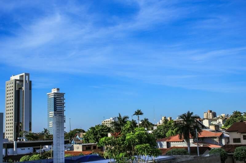 Em Campo Grande, dia claro e mínima de 20ºC ao amanhecer. As temperaturas sobem e à tarde, a máxima registrada é de 30ºC. (Foto: Marina Pacheco)
