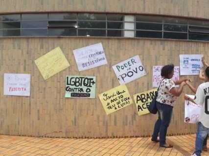 Estudantes protestam contra juiz que proibiu ato sobre fascismo