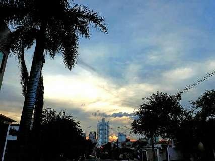 Outono começa à tarde e previsão é de mais um dia de calor e chuva