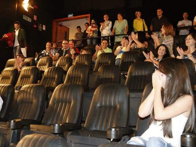 Para surpreender noiva, namorado rodou filme sobre o pedido antes do trailer em sessão de cinema. (Foto: Gerson Walber)