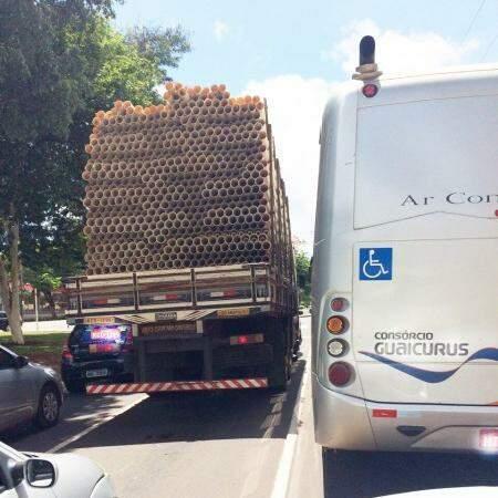 O caminhão seguiu pela Avenida Afonso Pena, desde o centro até a região do Parque dos Poderes.(Foto:Direto das Ruas)