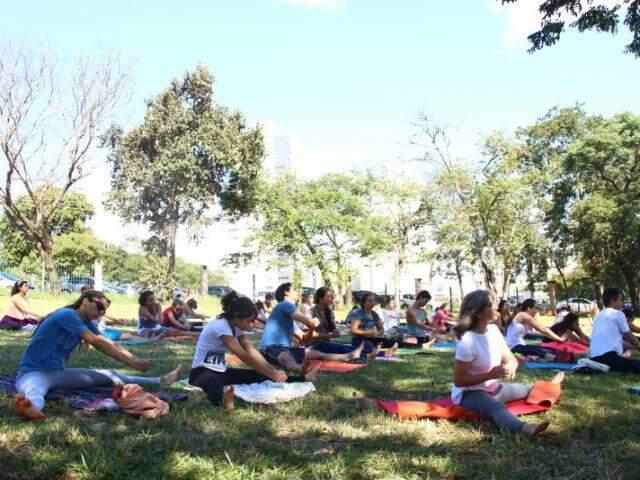 Aulão de Yoga no Parque das Nações Indígenas. (Foto: Fernando Antunes)