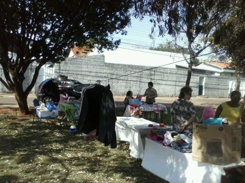 Na feira comunitária podem ser vendidos todos os tipos de produtos, de artesanato a roupas. (Foto: Repórter News)