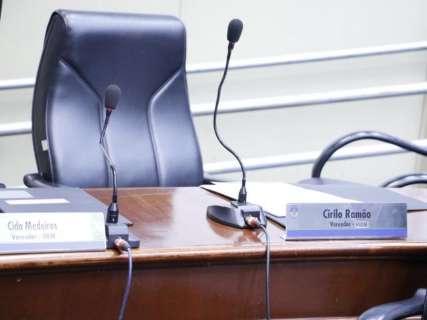Vereadores investigados continuam faltando nas sessões da Câmara