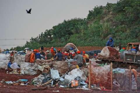 Só 8 cumprem lei e municípios iniciam movimento para manter lixões