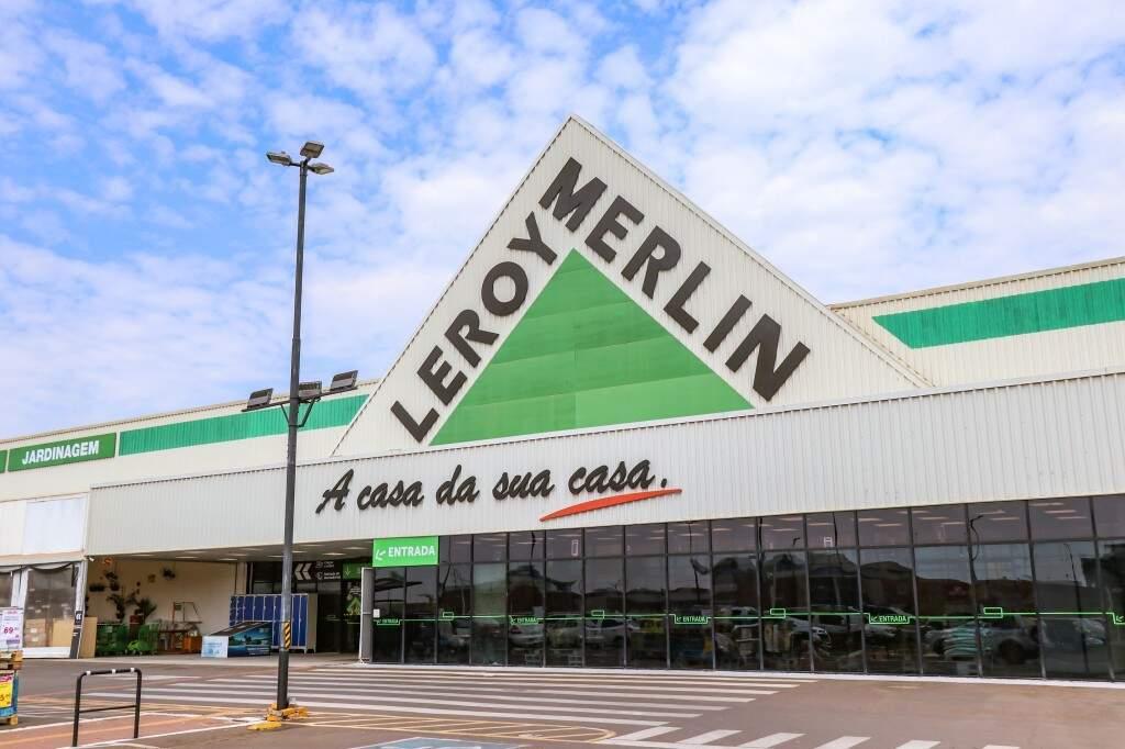 A Leroy Merlin fica na saída para Cuiabá, ao lado do Shopping Bosque dos Ipês, na Avenida Cônsul Assaf Trad, 6170. (Foto: Henrique Kawaminami)