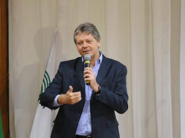 Secretário Jaime Verruck fala sobre gado orgânico durante evento na Famasul (Foto: André Bittar)