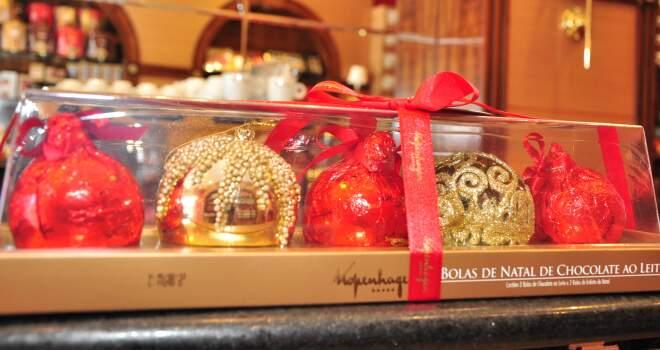 Bolas de Natal de chocolate com aspecto luxuoso da Kopenhagen.