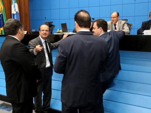 Deputados Lídio Lopes (Patri), José Carlos Barbosa (DEM), Márcio Fernandes (MDB), autor do projeto e Felipe Orro (PSDB), durante sessão (Foto: Victor Chileno/ALMS)
