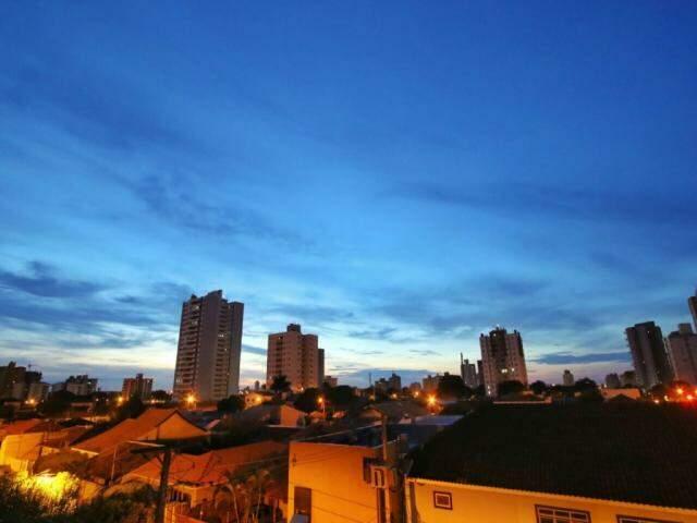 Primeiras horas do dia, nesta quinta-feira, em Campo Grande (Foto: André Bittar)