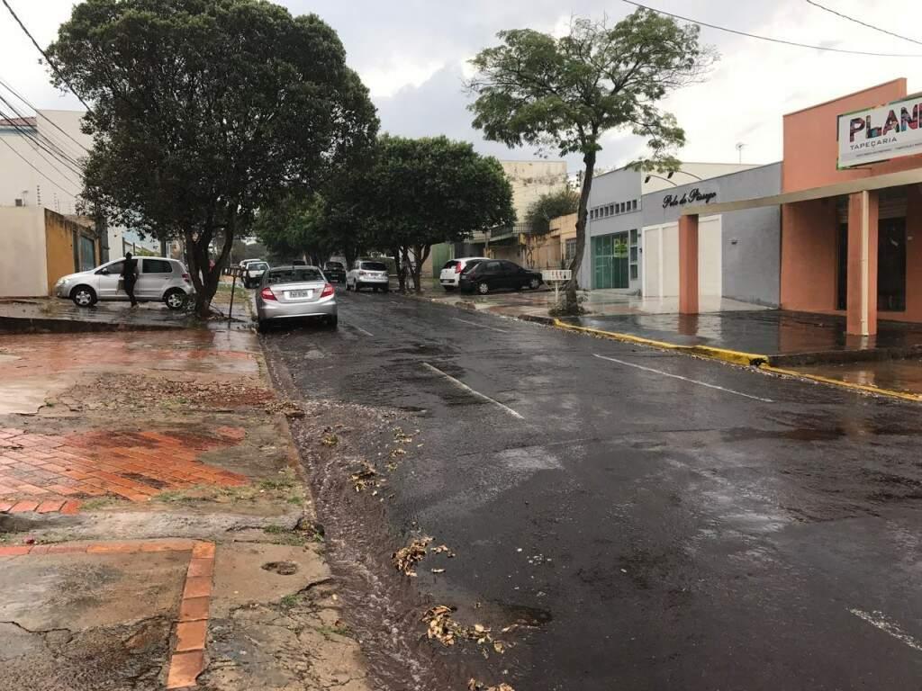 No bairro Santa Fé também já começou a chover. (Foto: Direto das Ruas)