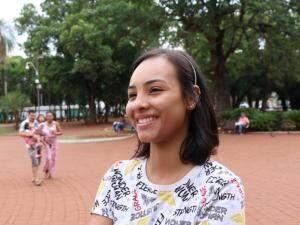 """Andressa diz que, sem a mudança, """"sol está explodindo"""" logo cedo (Foto: Henrique Kawaminami)"""