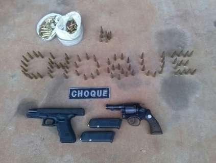 Choque prende homem com pistola austríaca, revólver e munições
