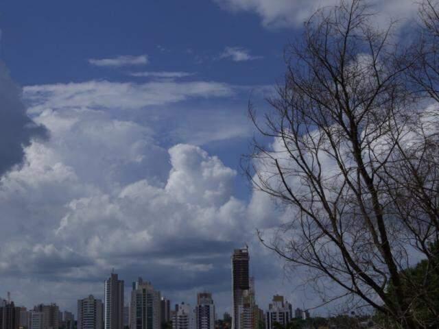 Clima será de forte calor, mas com possibilidade de chuva isolada no Estado (Foto: Kísie Ainoã)