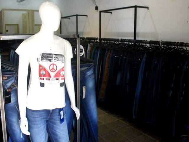Para completar o look, loja também tem t-shirts. (Foto: Marina Pacheco)
