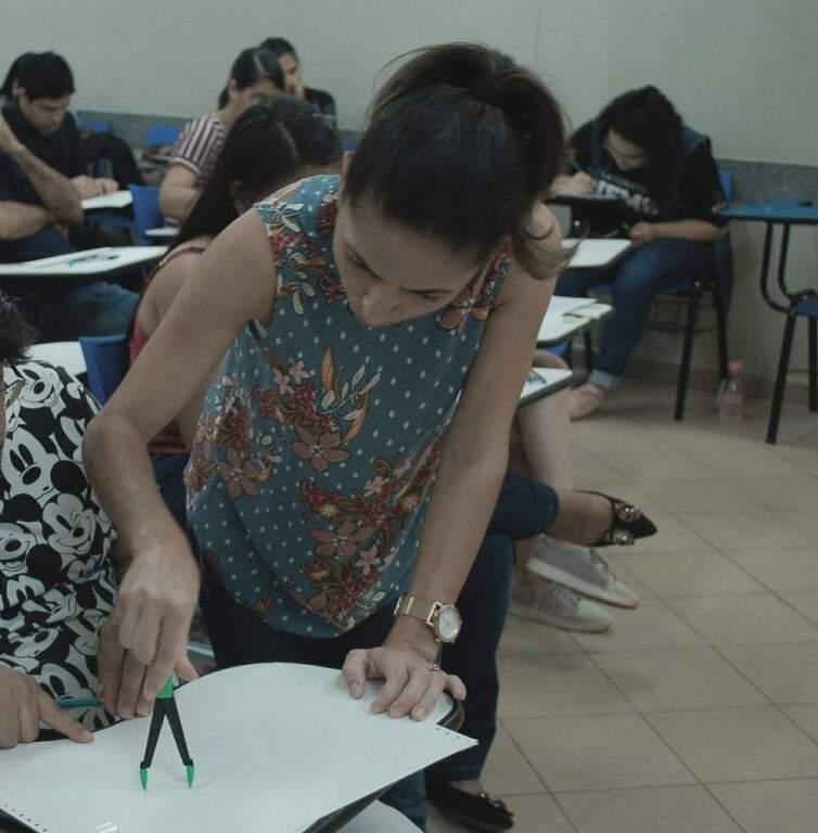 Em sala de aula, os alunos aprendem fórmulas para aplicarem nas provas (Foto: Divulgação)