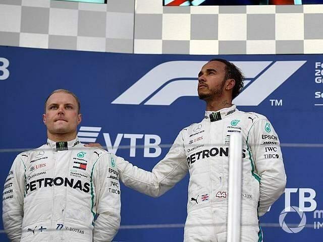 Botta, piloto finlandês da Mercedez ao lado do campeão Lewis Hamilton (Divulgação)
