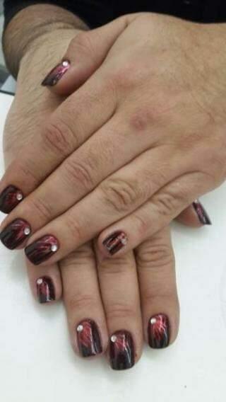 Edson com as unhas feitas. (Foto: Arquivo Pessoal)