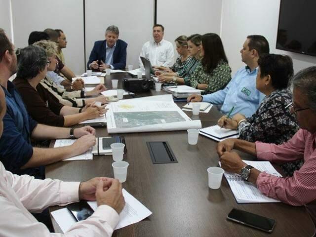 Reunião em 28 de fevereiro deu início a entendimentos para acabar com assoreamento. (Foto: Semagro/Divulgação)