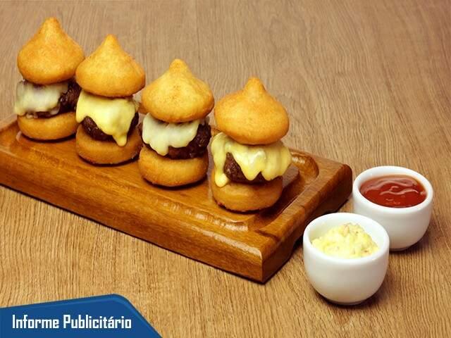 Doces Momentos (Hambúrguer de Coxinha Massa de coxinha, recheada com hambúrguer e queijo) Foto:Divulgação