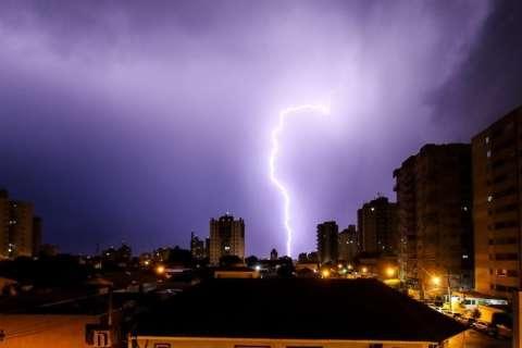 Radares indicam temporais em 13 cidades de MS e queda na temperatura