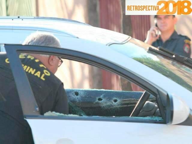 Carro que Ilson Martins dirigia foi fuzilado por atiradores  (Foto: Saul Schramm)