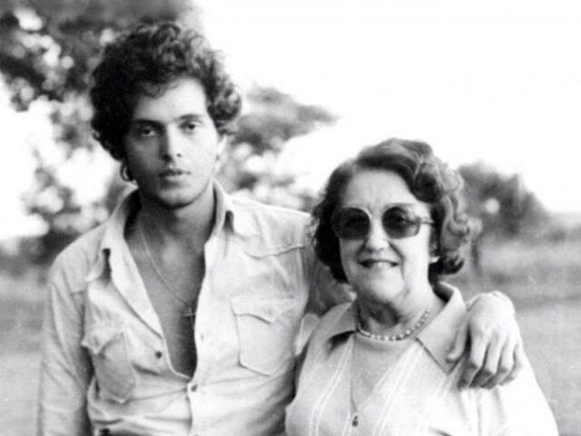 Eduardo Machado Metello Junior (neto) e Inah Machado Metello (avó), na fazenda da família. (Foto: Arquivo Pessoal)