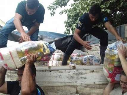 Desabrigados pela chuva recebem cestas básicas e kits da Defesa Civil