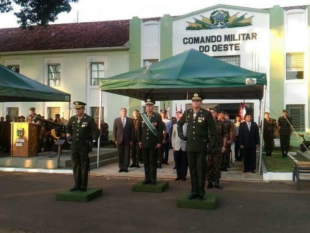 Passagem de comando aconteceu na sede do CMO, nesta quinta-feira (Foto: Kleber Clajus)