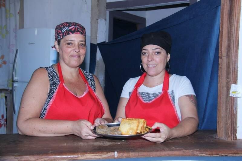 As irmãs Soraya e Ana Maria, de sangue espanhol e bom humor, realizaram sonho de trabalharem juntas. (Foto: Alan Nantes)