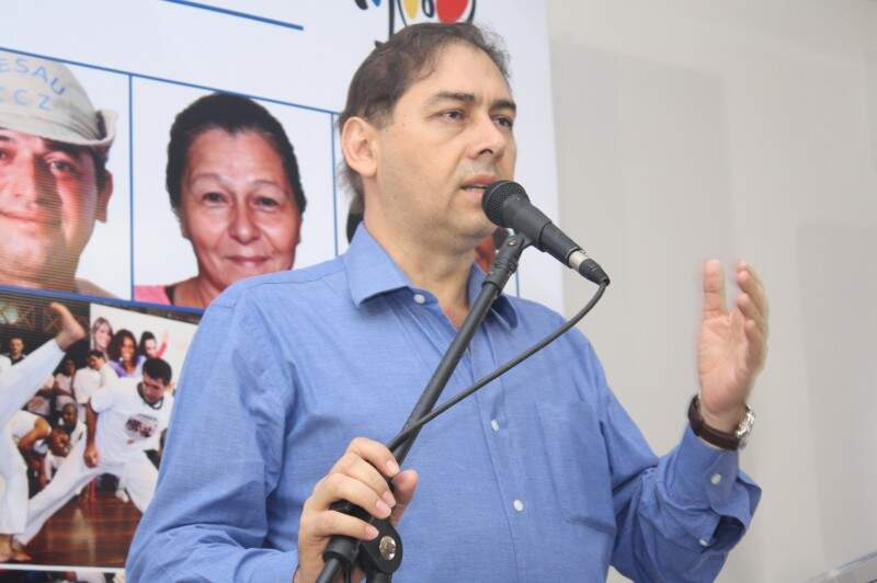 Prefeito garante aumento a servidores públicos (Foto: Marcos Ermínio)