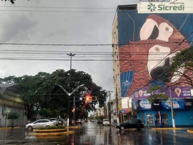 Chove nesta manhã em Dourados; acumulado em outubro superou 300 mm (Foto: Helio de Freitas)